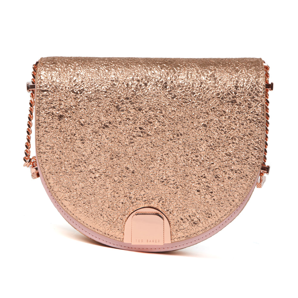 Ted Baker Roxaane Flip Case Moon Bag in 'rose gold' will turn your outfit extra in an instant with its metallic rose gold foil finish and texture. A branded clasp fastener is featured to the front and a rose gold chain shoulder strap adds a sophisticated look. Approx: H: 17cm x W: 21cm x D: 7cm