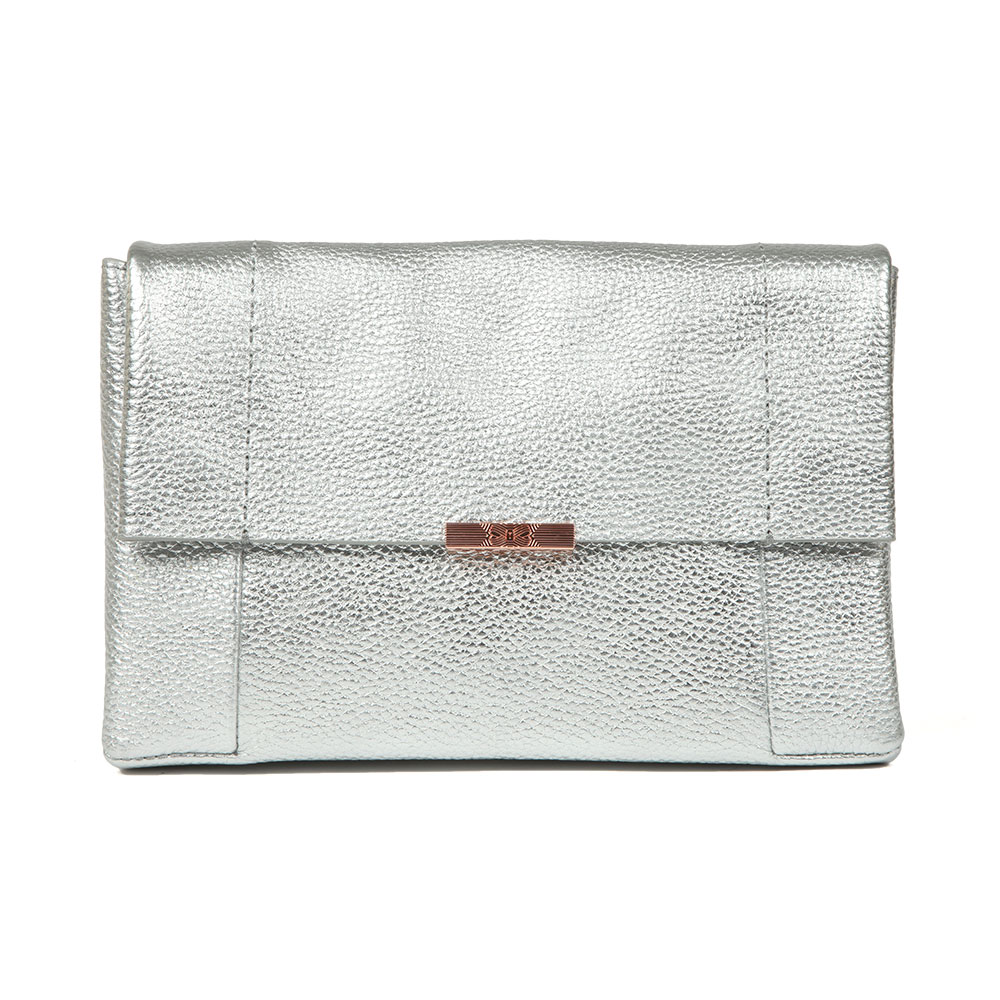 Ted Baker Parson Unlined Soft Leather Crossbody Bag in 'silver' has been crafted from a soft, textured leather in a striking metallic finish. Featuring a magnetic flap closure, contrasting rose gold hardware and Ted Baker printed branding to the exterior, the Parsons bag can be worn as a clutch bag or on the shoulder using the detachable chain strap provided. Approx: H: 16cm x W: 24cm x D: 6cm